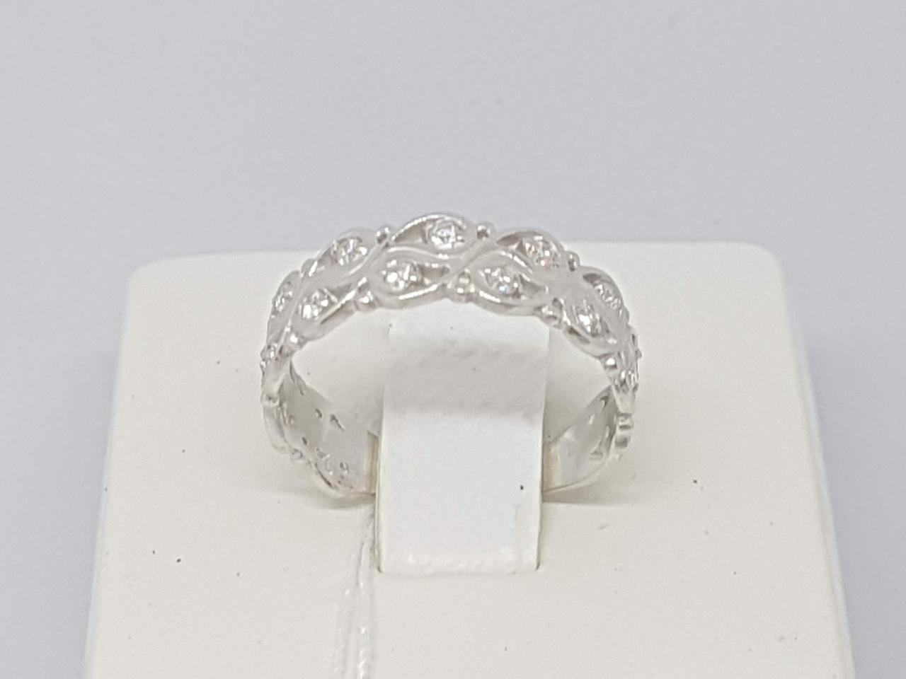 Серебряное кольцо с фианитами. Артикул 10115Р 17