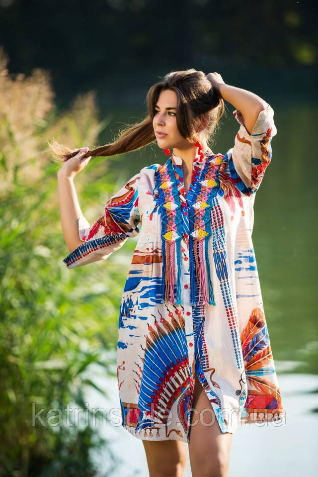 фотография яркая женская туника из индийской ткани