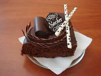 Шоколадный декор с названиями тортов и десертов