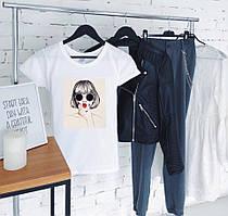 Летняя легкая женская футболка с принтом в белом цвете