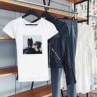 Стильная летняя женская футболка со стильным принтом (белая)
