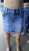 Джинсовая юбка для девочки на 7-12 лет синего цвета с карманами оптом