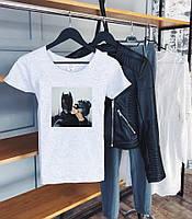 Стильная летняя женская футболка со стильным принтом (серая)