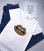 Белая летняя женская футболка с принтом
