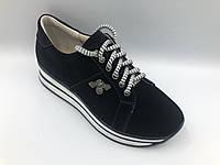 Черные замшевые кроссовки на платформе