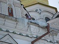 Уборка снега с крыш домов Киев и Киевская область