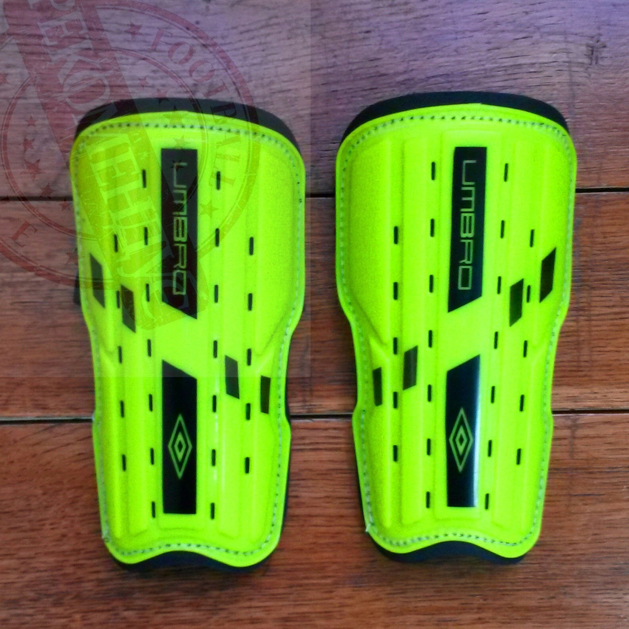 Футбольные щитки Umbro Slip In Football Shin Guards