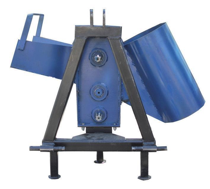 """Подрібнювач гілок """"Преміум""""для трактора (без конуса, трехточ. крепл., 2-ст. заточка ножів)(діаметр до 50 мм)"""