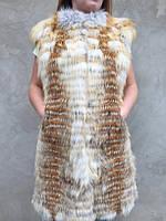 Жилет длинный из меха полярной лисы.