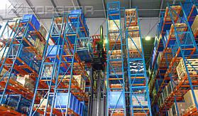 Стеллажная система высотой 10 метров позволяет разместить до 280 паллет в одном ряду
