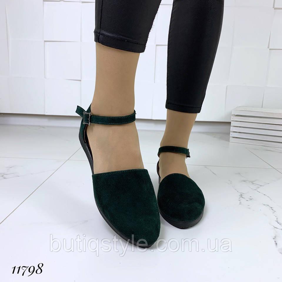 Женские босоножки  цвета GREEN с закрытым носком натуральная замша