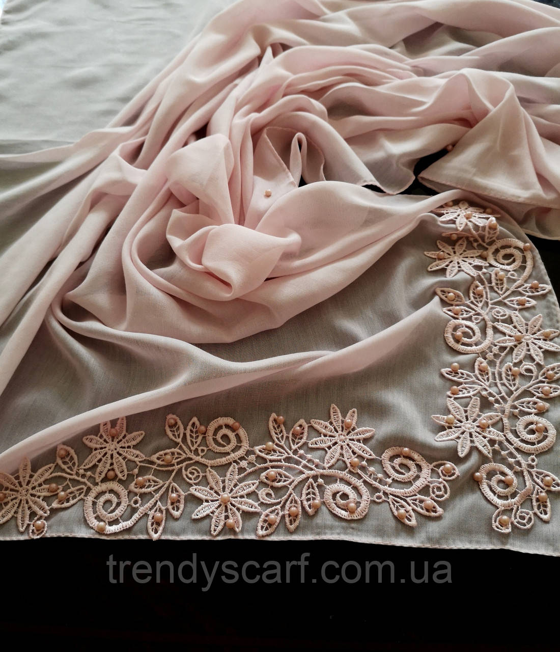 Женский платок на голову, шею.Розовый. Светло розовый. Кружево бусины. Батист. 95/95