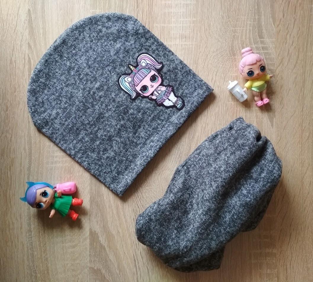 Детская темно-серая трикотажная шапка и хомут с куклой ЛОЛ на девочку 6-10 лет