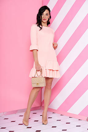 Нарядное платье мини полуоблегающее с рюшами рукав три четверти персикового цвета, фото 2