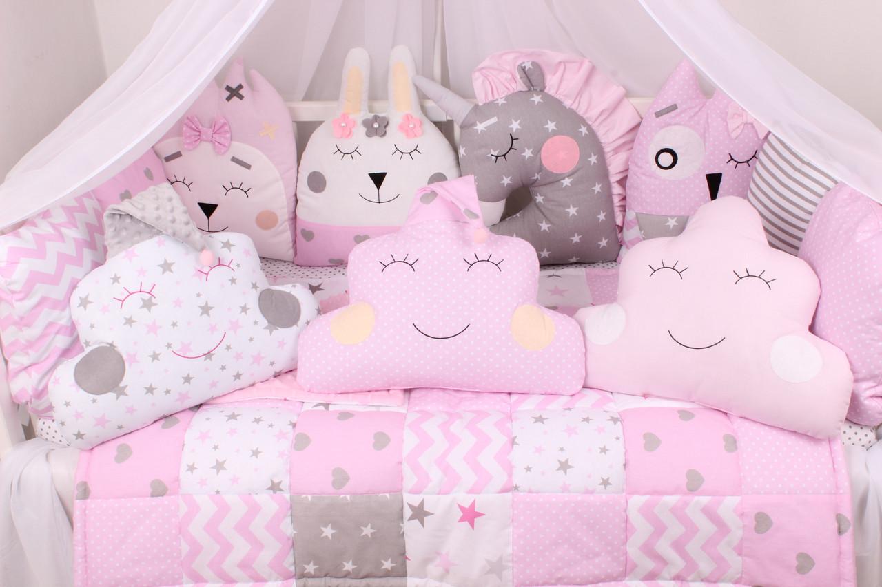 Комплект в кроватку с зверюшками и облачками в розовых тонах