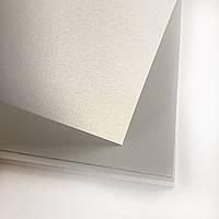 Картон дизайнерський з перламутровим ефектом - світло-сірий - 20х31 см - 285 г./м.кв