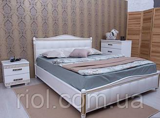 Кровать из бука Прованс с патиной и фрезеровкой с мягкой спинкой квадрат от тм Олимп