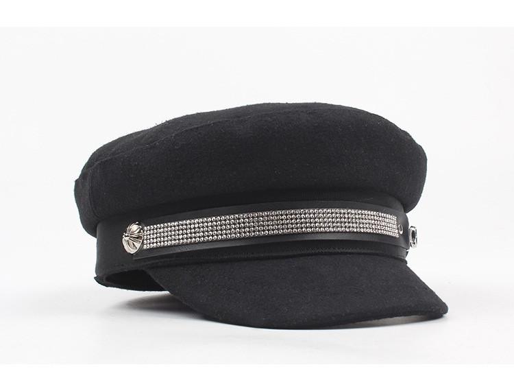 Стильная женская кепка с камнями
