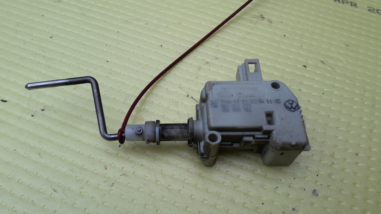 Электропривод сервопривод привод активатор замка лючка крышки бензобака seat skoda vw audi 4b9862153 3b0959781