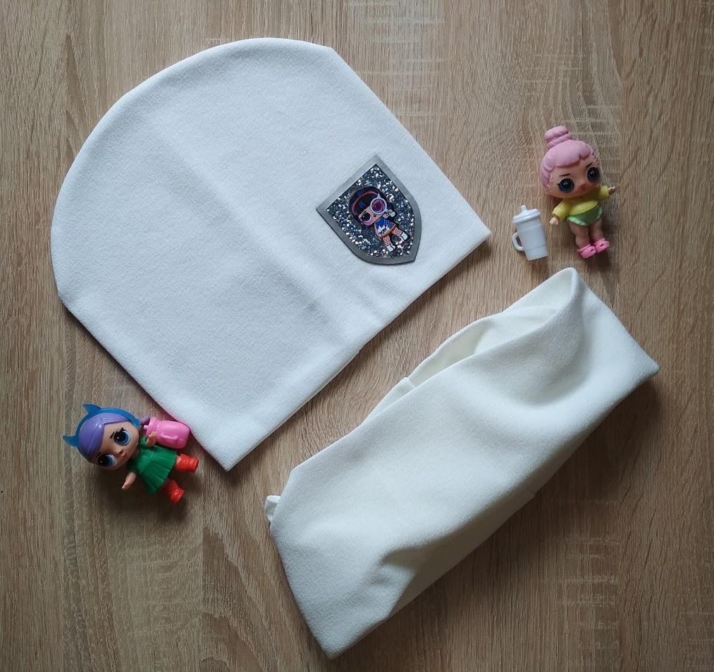 Белый трикотажный комплект шапка со снудом с нашивкой LOL на девочку 6-10 лет