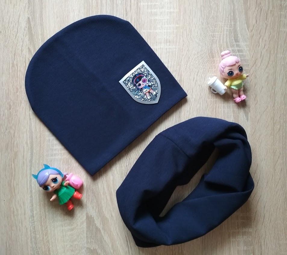 Детская весенняя шапка и снуд синего цвета с нашивкой LOL на девочку 6-10 лет