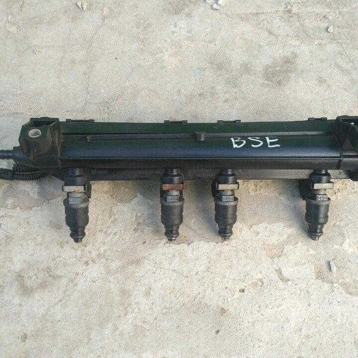 Топливная рейка 06А133317 , BSE BSF  форсунки бензиновые 1.6 Гольф 5, Тоуран, Октавия, Кадди 06А906031ВТ