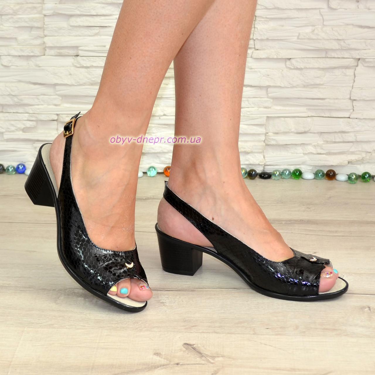 Босоножки женские кожаные на невысоком устойчивом каблуке, цвет черный