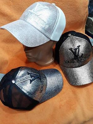 Модные кепки с камнями
