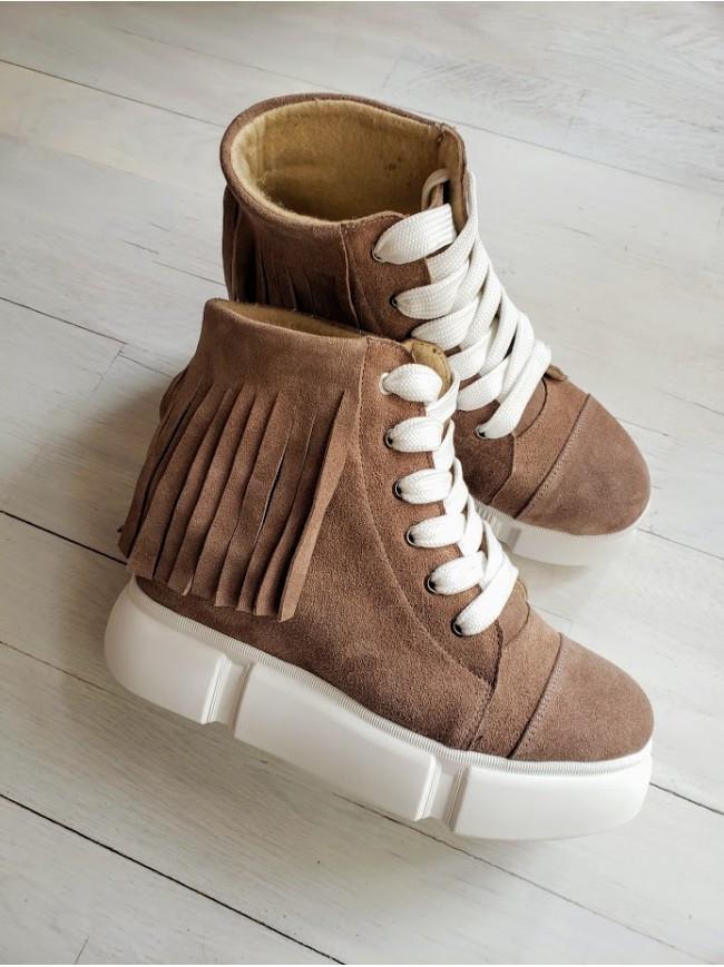 Демисезонные ботинки (сникерсы) из натуральной замши бежевого цвета SAVANNA