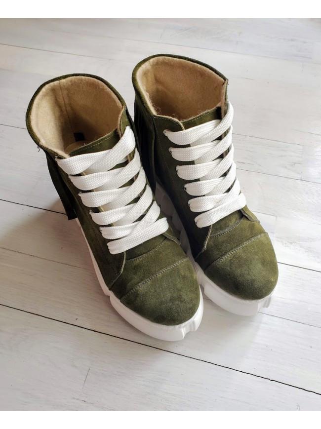 Демисезонные ботинки (сникерсы) из натуральной замши зеленого цвета SAVANNA