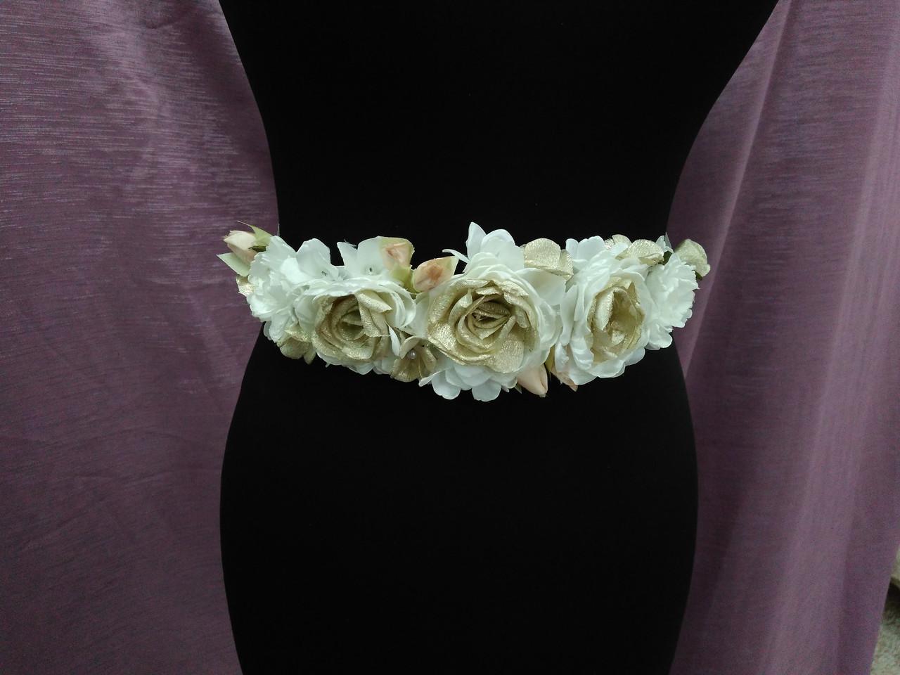Пояс на стрічці з квітами з тканини золотий з молочним