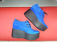 Женские туфли на платформе синие замшевые. Туфли на танкетке замшевые.