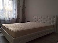 Кровать с обивкой из кожзама с кристаллами