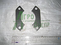 Пластина поджимная КПП ЮМЗ 40-1701331