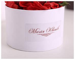 Коробка с логотипом - наклейкой