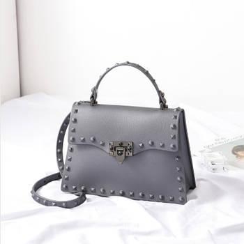 Модная маленькая женская сумка. Сумка женская с заклепками, размер S (серая)