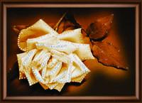 """Сказочная картина """" Белая нежность розы"""" ручной работы стразами Сваровски"""