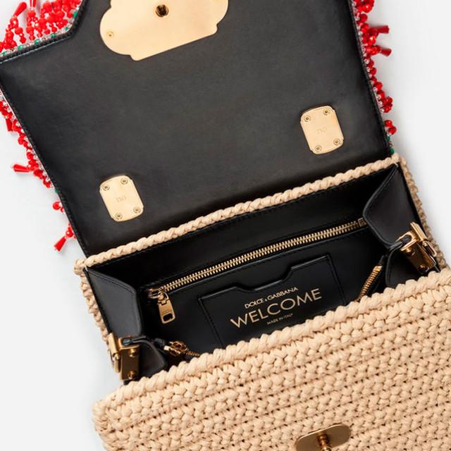 Женская сумочка с вышивкой Welcome от Dolce&Gabbana | вид внутреннего пространства