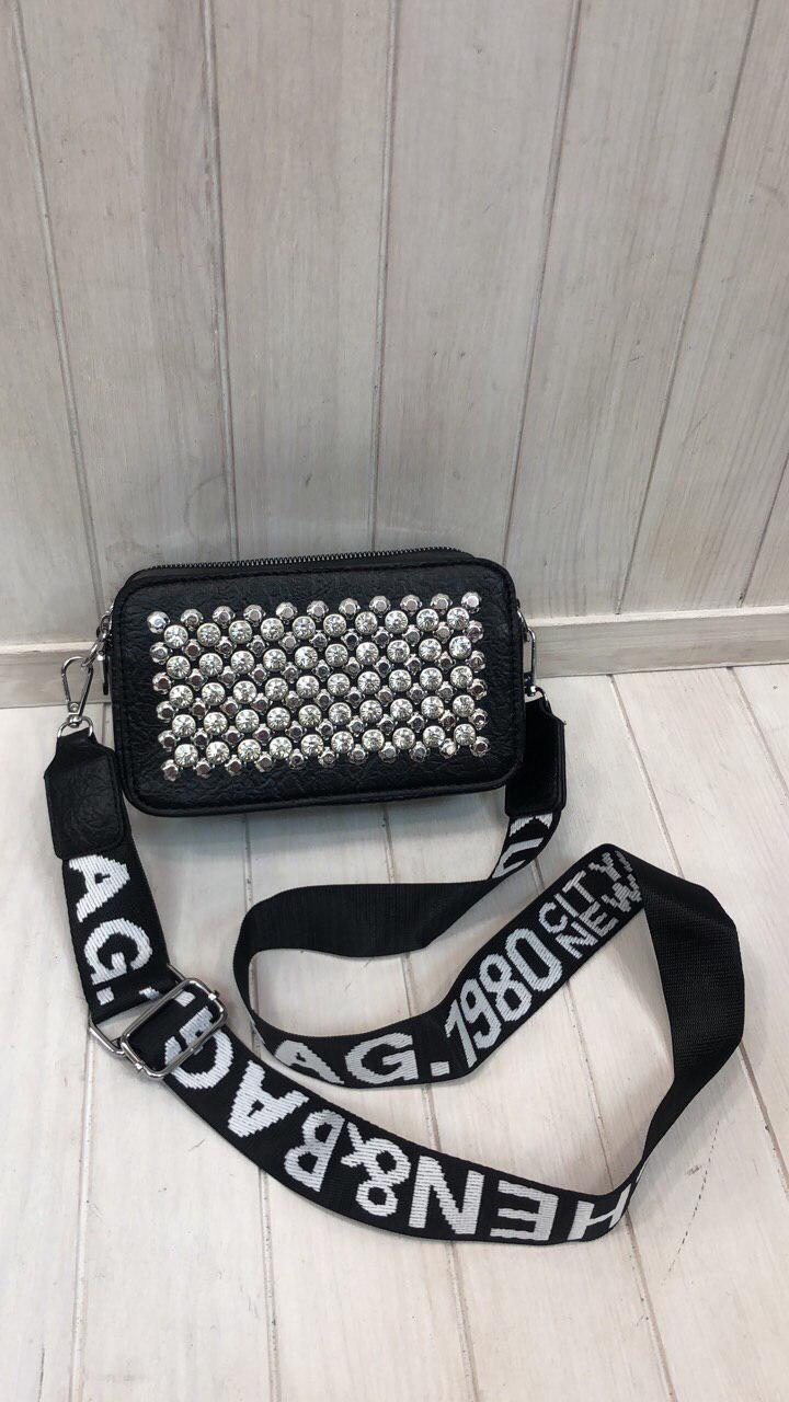 Женская сумочка квадратная с заклепками черная