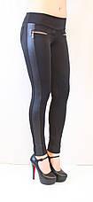 Стильные красивые черные лосины средней посадки с кожаными рифлеными вставками, молниями и карманами, фото 3