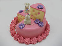 """Торт мастичный  """"Мышки на сыре"""""""
