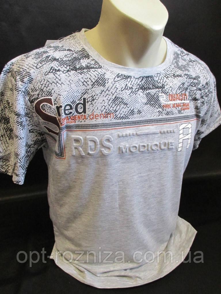 Летние футболки с тесненной надписью.