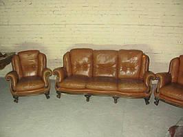 Кожаный диван и два кресла коричневый комплект из Европы барокко б/у 3+1+1