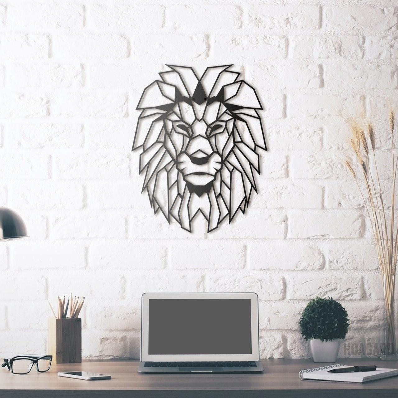 Декоративное панно из дерева Лев