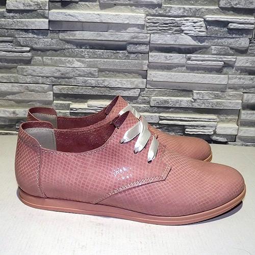 Туфли кожаные на низком ходу, на шнурках. Цвет розовый