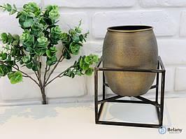 """Металева ваза на підставці """"GOLDEN VASE"""" стильне доповнення до дизайну"""