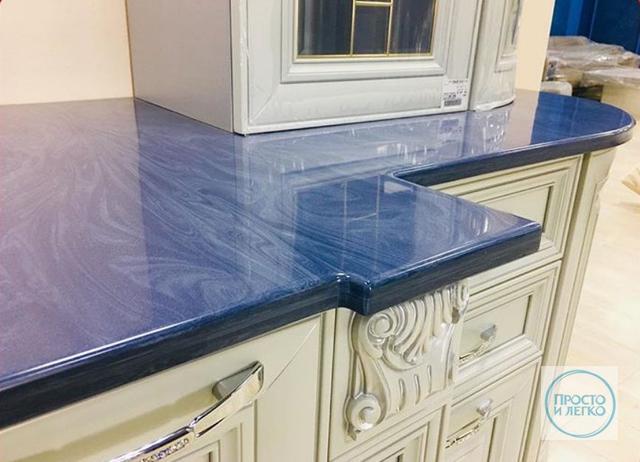 Фото столешницы из эпоксидки для кухонного гарнитура