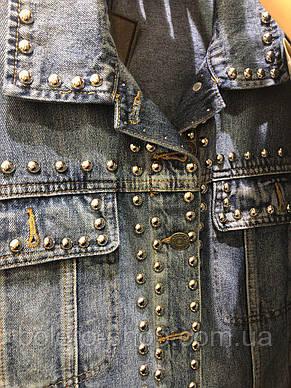 Женская куртка джинсовая с металлическими бульонками Италия, фото 2