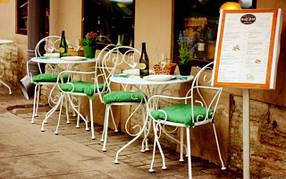 Мягкие стулья для кафе на металлокаркасе