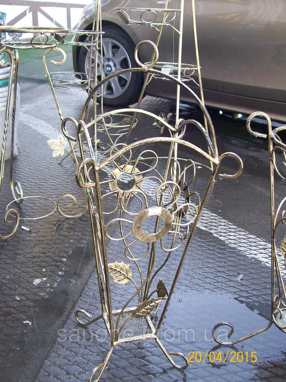 Кованая подставка для зонтов.